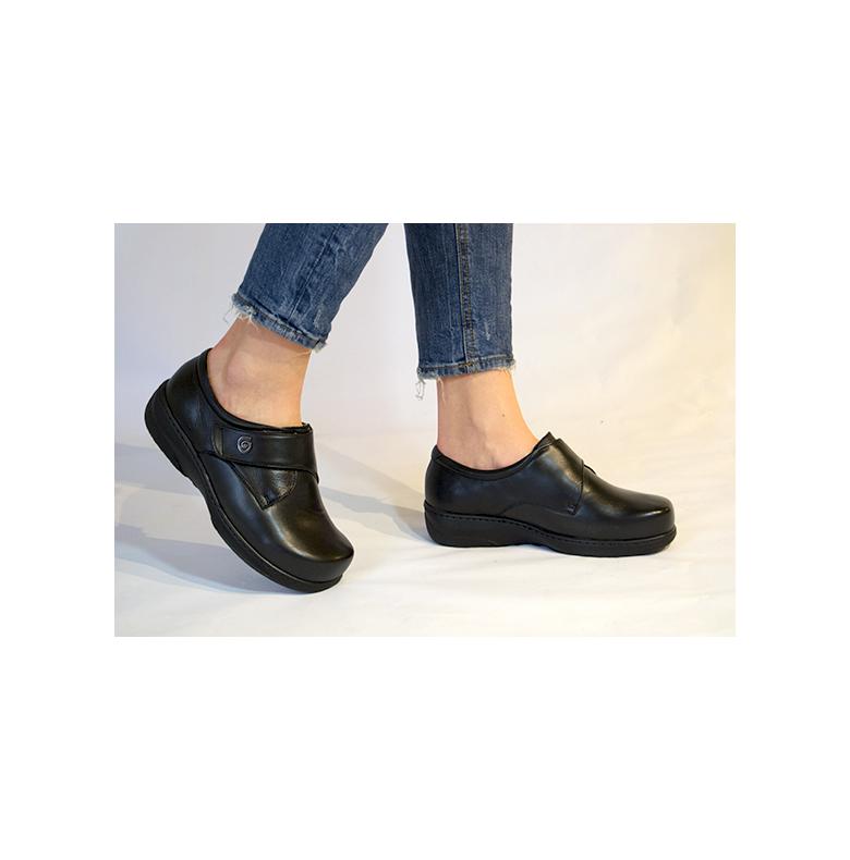 skor med bred läst